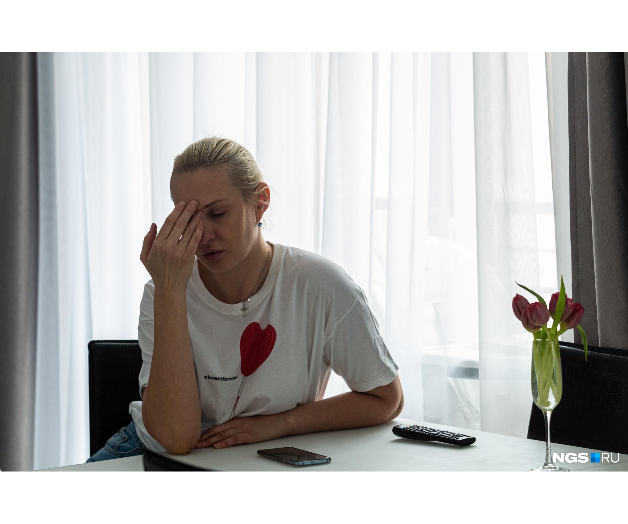«Усталость, выгорание от лечения, которое есть сейчас у Насти, — это я всё понимаю, но как мать принять это не могу», — говорит Виктория
