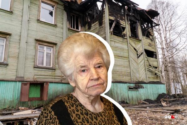 Зоя Петровна с дочерью и внучкой жила в деревяшке. Но дом серьезно пострадал от пожара