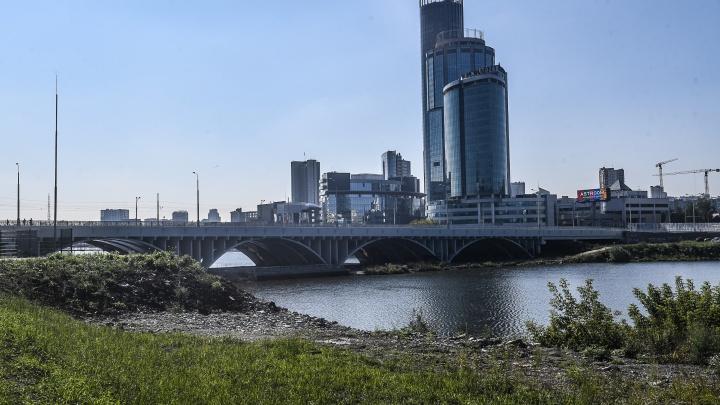 Ждем обещанного: три года строительства Макаровского моста в одной картинке