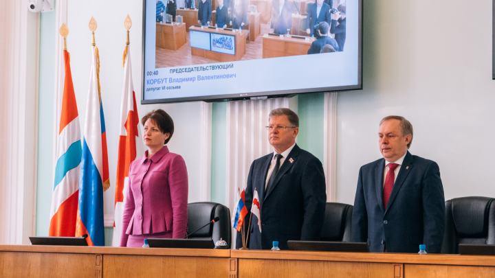 Расходы на зарплаты омских чиновников предложили повысить до 1,4 миллиарда рублей
