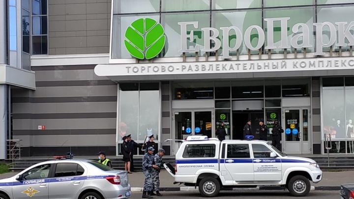 Как в Архангельске проверяли «Европарк» после анонимного сообщения о минировании. Видео