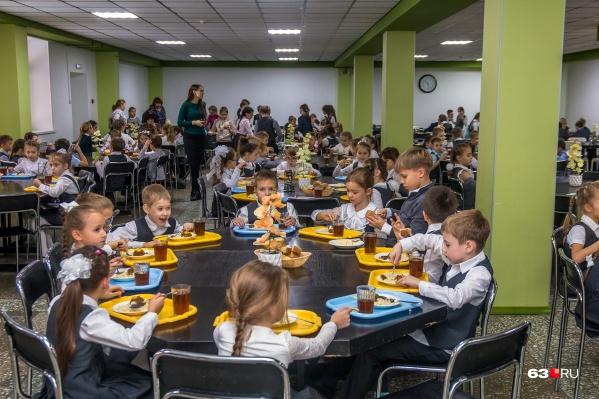 """92,7% всех школьников региона с <nobr class=""""_"""">1-го</nobr> по <nobr class=""""_"""">11-й</nobr> класс питаются в столовых"""