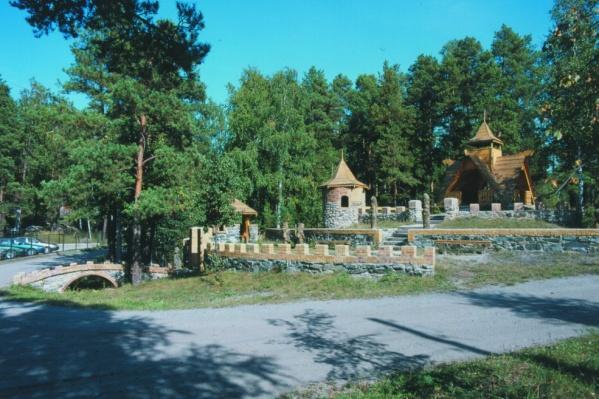 База отдыха «Красный камень» находится на берегу самого большого озера Челябинской области