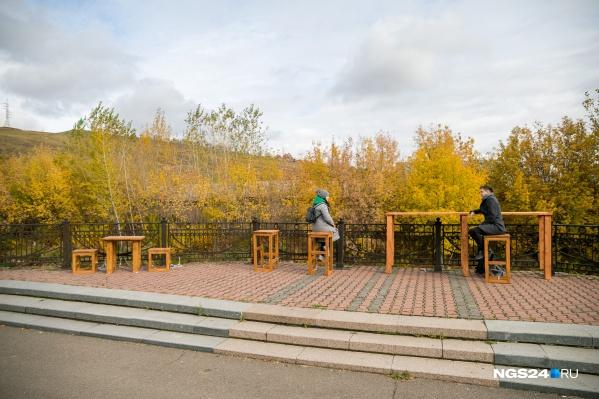 Урбанисты нашли места для уличной мебели и хотят посмотреть, понравится ли она горожанам