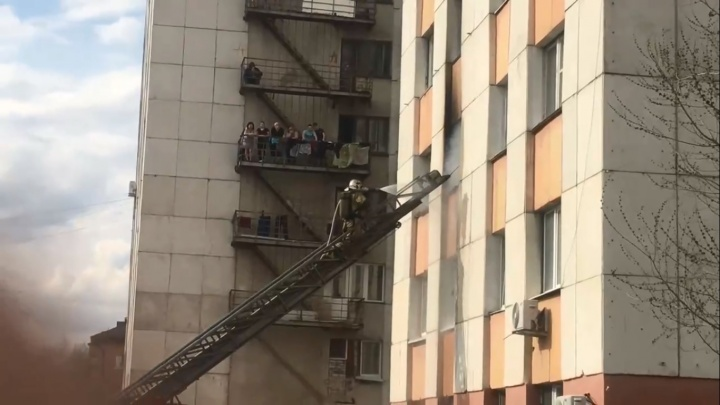 На Геологоразведчиков во время пожара пострадал человек