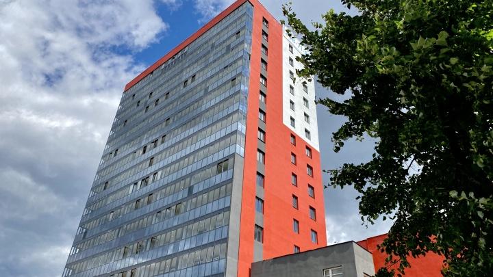 «Надеемся, это не розыгрыш»: горожанам предложили трешки от 3,7 млн рублей и ипотеку 1,1%