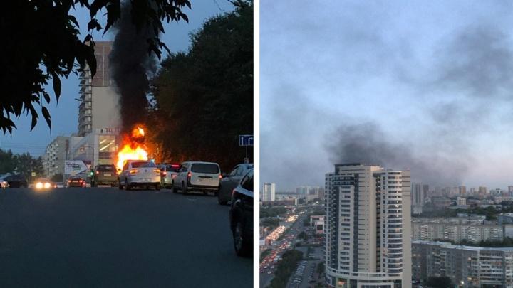 Поднялся столб чёрного дыма: в Заельцовском районе загорелась «Газель»