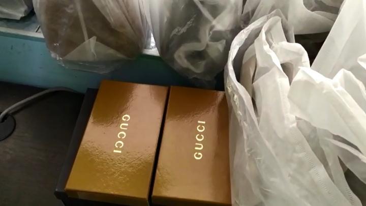 Chanel, Yves Saint Laurent и Gucci: в Волгограде полицейские арестовали 30 брендовых сумочек