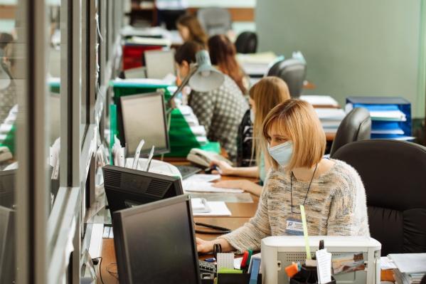 Центр занятости также продолжает работать с горожанами в дистанционном режиме.