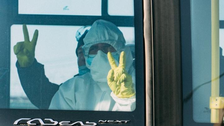 Коронавирусный кортеж: как Омск встретил заражённых пациентов из Якутии