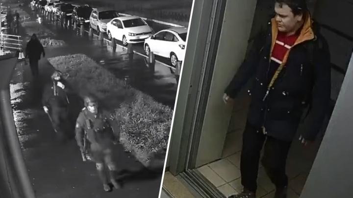 В Росгвардии говорят, что огонь открыли, потому что Таушенков достал винтовку. У полиции другая версия