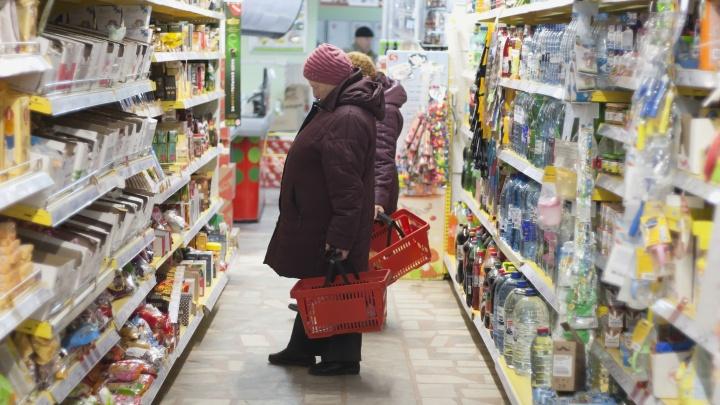 «Не надо закупать впрок»: власти Зауралья уверяют, что полки магазинов не опустеют из-за коронавируса