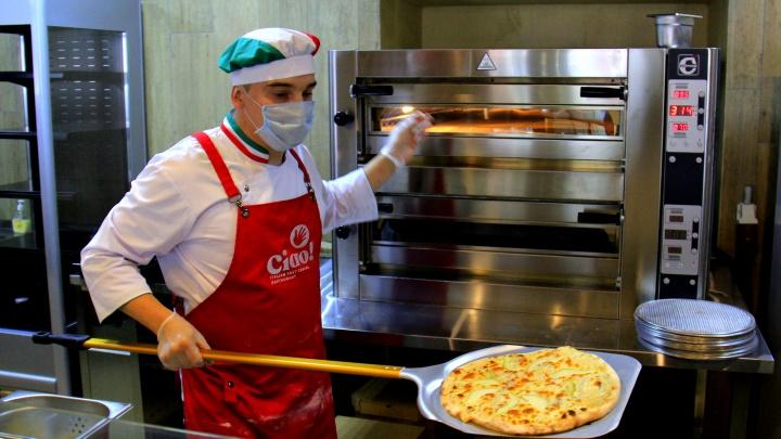 Антикризис: ресторатор из Якутска открыл в центре Новосибирска итальянскую столовую — пробуем, вкусно ли там