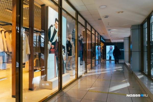 По коридорам торговых центров Омска скорее гуляет ветер, чем покупатели