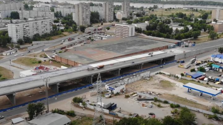 Закатывают в бетон: самарский блогер снял на видео строительство развязки на М-5 под Тольятти