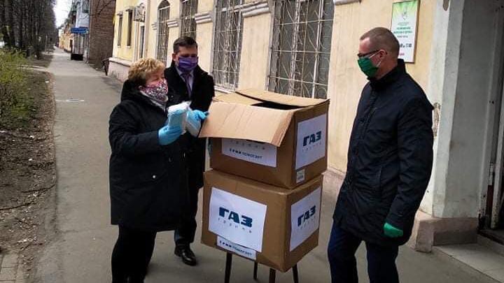 Ярославский завод потратил больше полумиллиона рублей, чтобы купить маски врачам