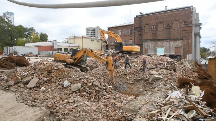 На Карла Либкнехта снесли пятиэтажку, на месте которой построят новый зал филармонии