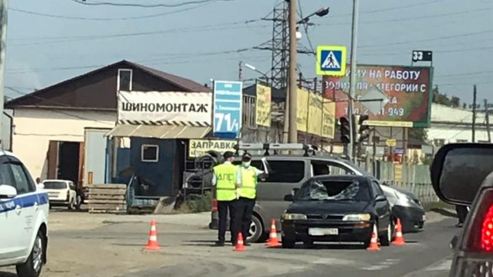 «Тойота» сбила пешехода на Богдана Хмельницкого — от удара у машины выбило лобовое стекло
