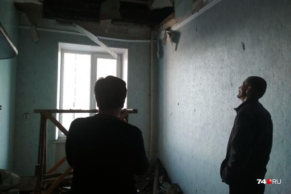 В этой комнате обрушение произошло в понедельник
