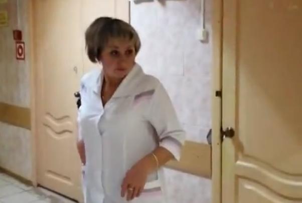 В Борской больнице пациенты сняли якобы пьяную медсестру, делавшую уколы сердечникам