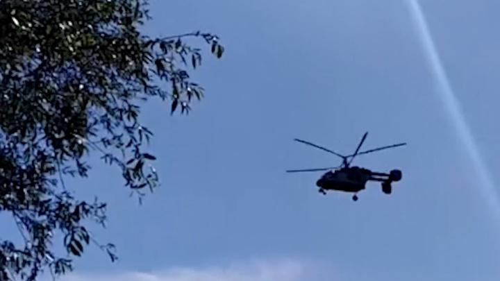 Видео дня: вертолет разгонял отдыхающих с пляжей под Дзержинском