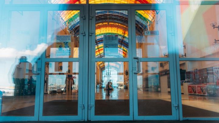 В Омске открывают торговые центры и библиотеки