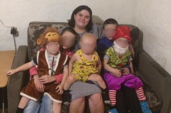 Фото погибшей семьи, сделанное в прошлом году