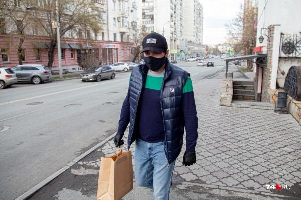 Сергей в сети ресторанов работает помощником директора, но выполнять теперь приходится и непрофильные задачи