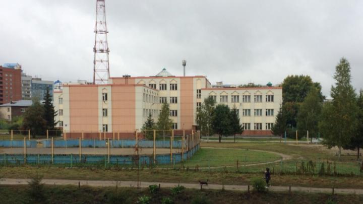 Мэрия разрешила построить 28-этажный дом рядом со школой на Горском — против стройки выступали жители
