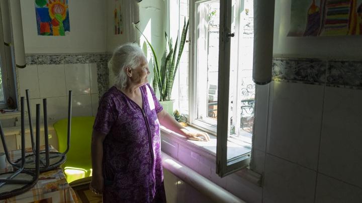 «Брали, чтобы присматривала за домом»: пенсионерку из Челябинска, «удочерённую» уральцами, вернули в приют