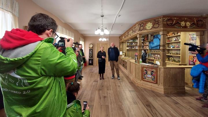 Любовь Казарновская встретила экспедицию Россельхозбанка и Ассоциации самых красивых деревень в Вятском