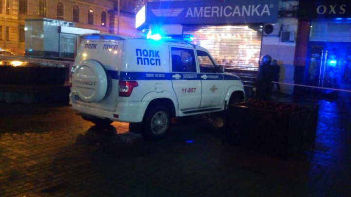 «Молодого парня ранили ножом»: в центре Екатеринбурга ищут преступников, напавших на прохожего