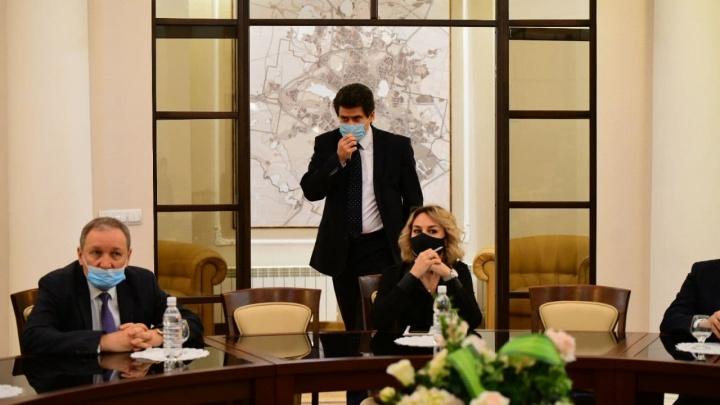 E1.RU устроил бизнесменам встречу с мэром, чтобы они рассказали о своих бедах. Онлайн