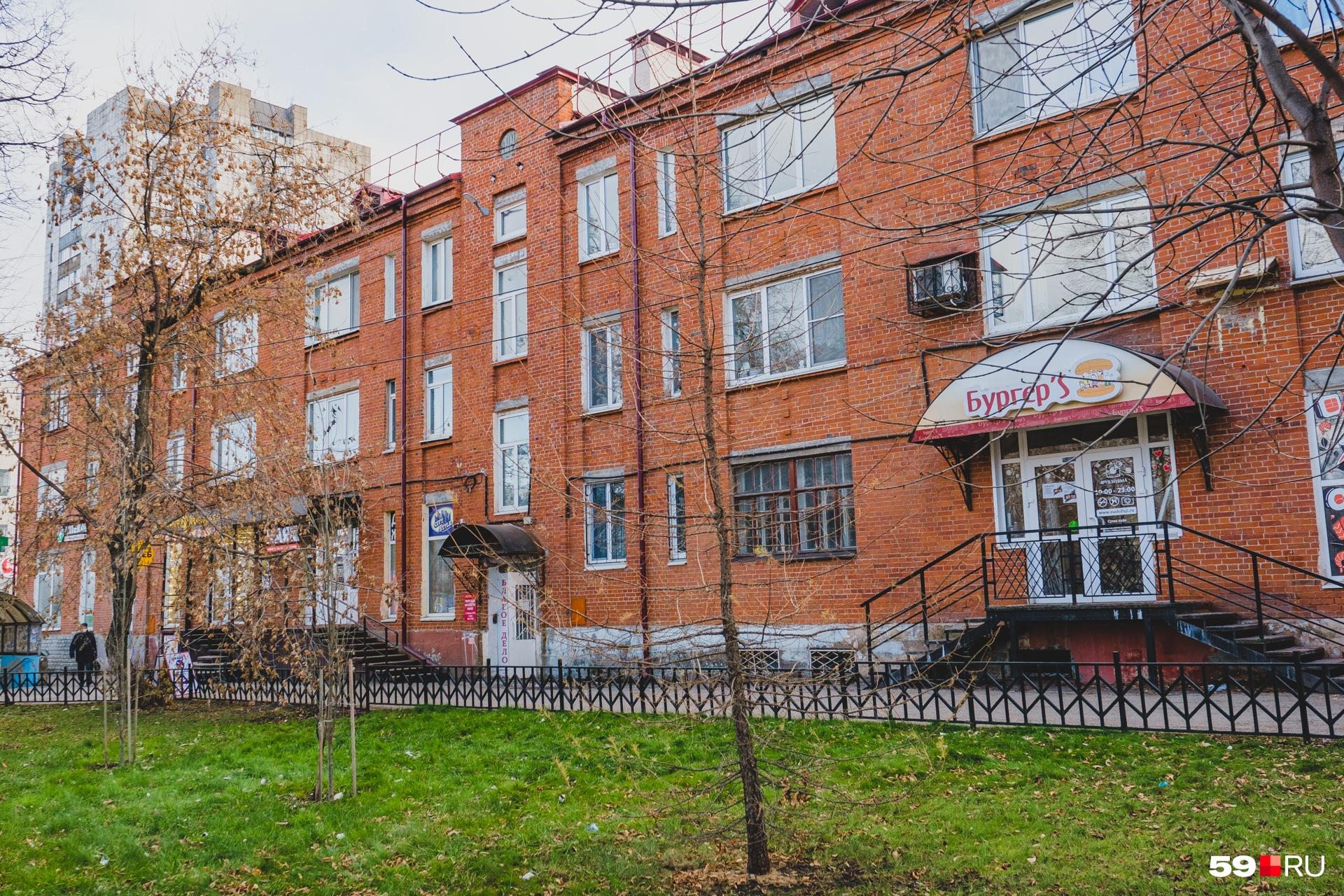 Дом на Уральской, 75, преобразился