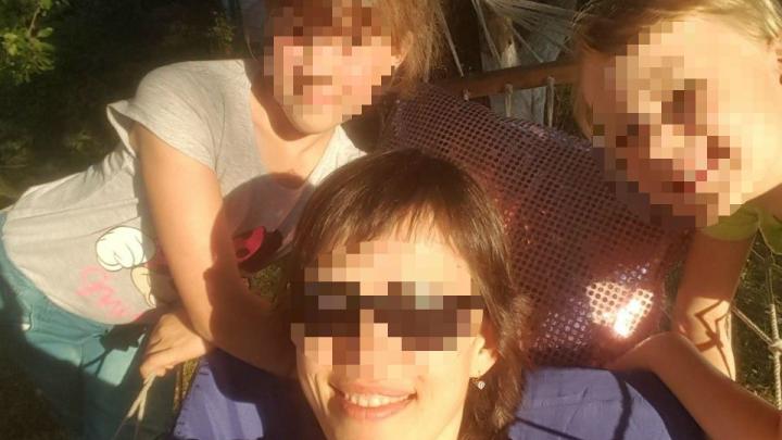 Поцелуй в пах: мама с двумя дочками сбежала из Эстонии в Россию, чтобы спрятать их от отца