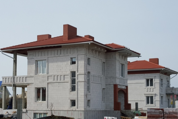 Популярный стройматериал используют при возведении объектов в 2–3 этажа
