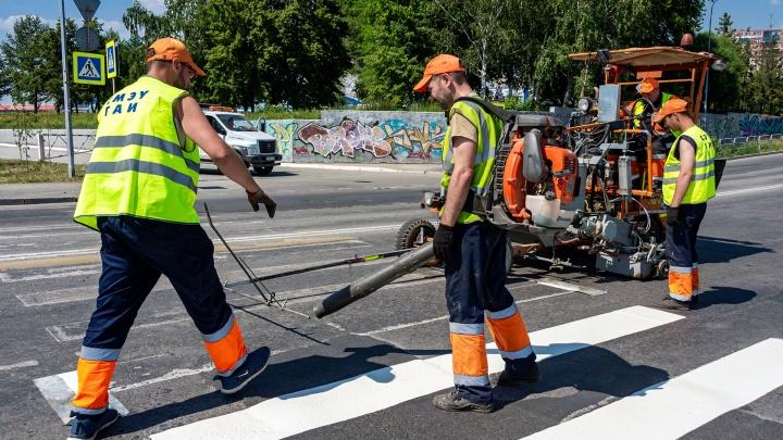 «Зебры», стоп-линии и двойные сплошные станут ярче: в Челябинске обновляют дорожную разметку