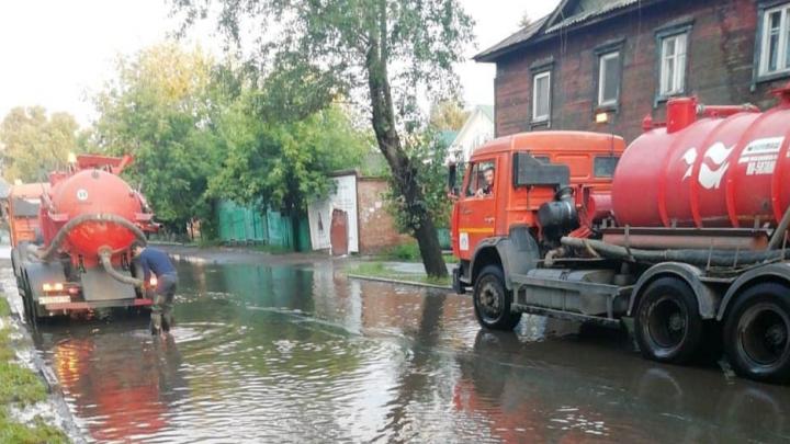 Коммунальщики отчитались о рекордном количестве откачанной воды с улиц города за последние сутки
