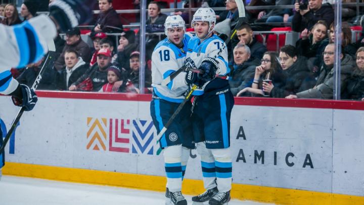 Первая победа: «Сибирь» обыграла екатеринбургский «Автомобилист» в первом матче плей-офф