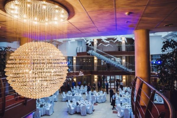 Минимальная стоимость номера в гостинице Cosmos в Петрозаводске составляет 2900 рублей