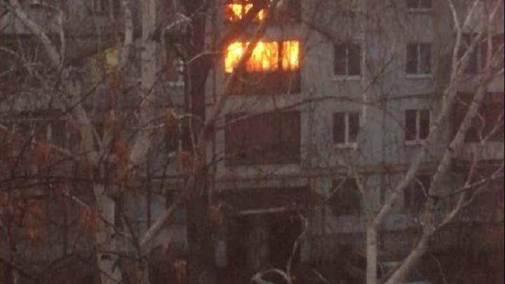 «Огонь вырывался из окна»: в высотке на 116-м горела лестничная площадка