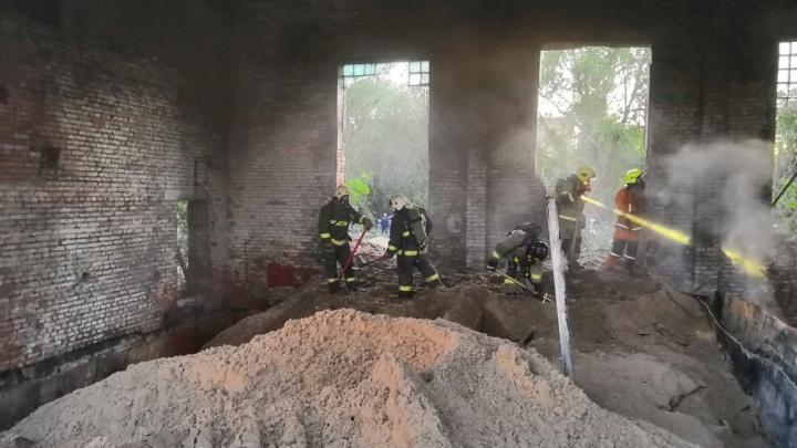 В Тольятти пожарные потушили огонь на заводе по производству фосфора
