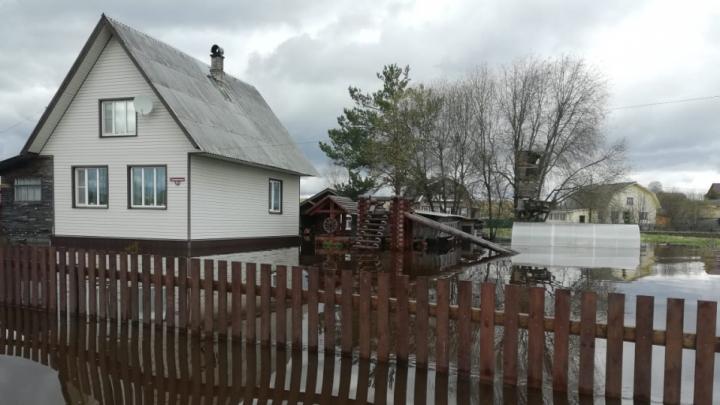 Оценивают ущерб, восстанавливают движение: в Архангельской области уровни воды на реках спадают