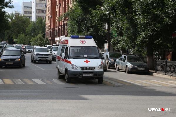 Инфицированных пациентов доставляют в больницы на скорых