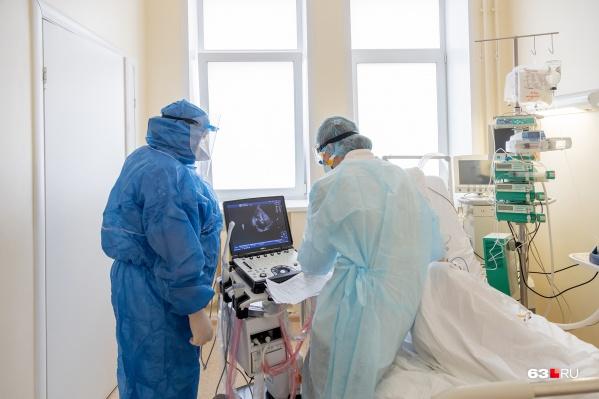 При тяжелом течении болезни пациентов кладут в стационар
