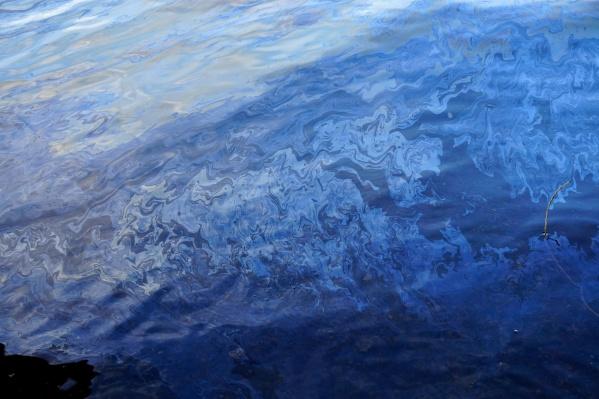 Из-за стихии в Хатангу вылилась тонна нефти