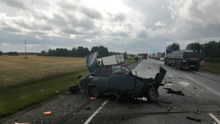 На трассе Тюмень — Омск в ДТП с фурой погибли два человека