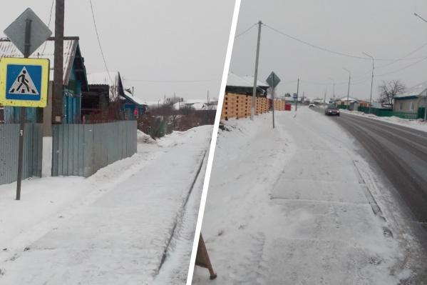 Сельчане бьют тревогу из-за многодетной семьи из Аромашево (находится в трех с половиной часах езды от Тюмени). Жители говорят, что там издеваются над тремя маленькими детьми