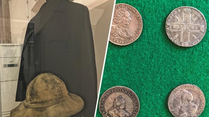 В Екатеринбурге собрали коллекцию самых необычных подарков — от куртки Бодрова из «Брата-2» до ручки Джорджа Буша