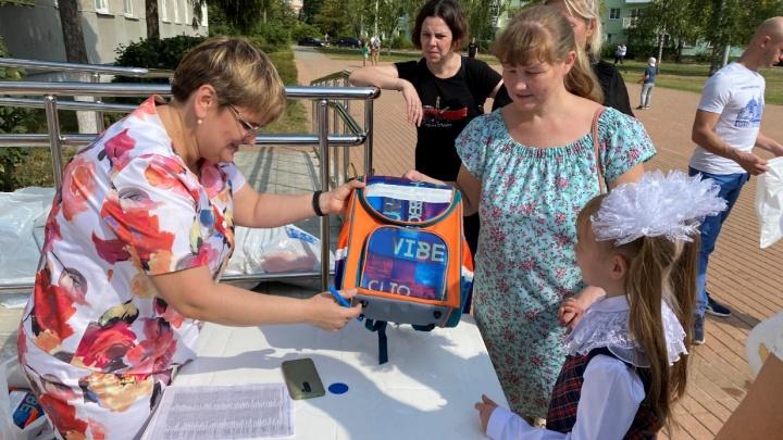 Дзержинская мэрия отчиталась о выдаче ученикам подарков. Жители утверждают, что недополучили их